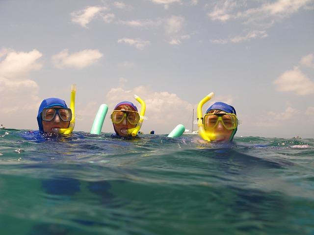 snorkelen in de zee