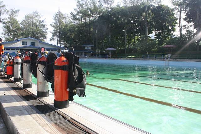 standaard in de duikuitrusting horen persluchtflessen, het trimvest en ademautomaat