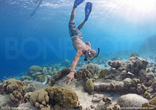 Henk snorkelt op Bonaire