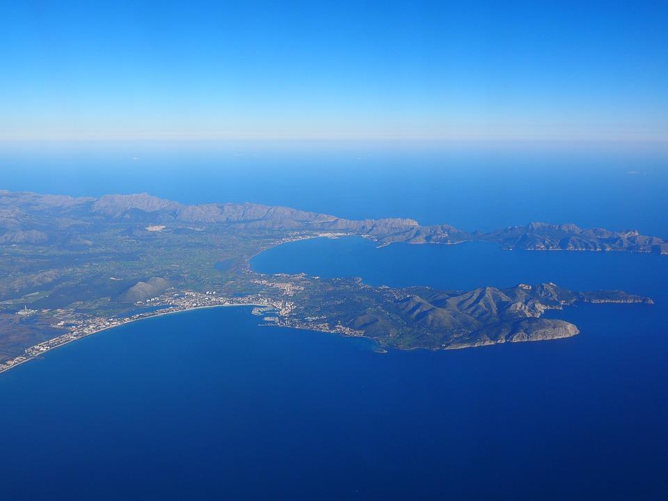 De baai van Pollenca en de Cap de Formentor