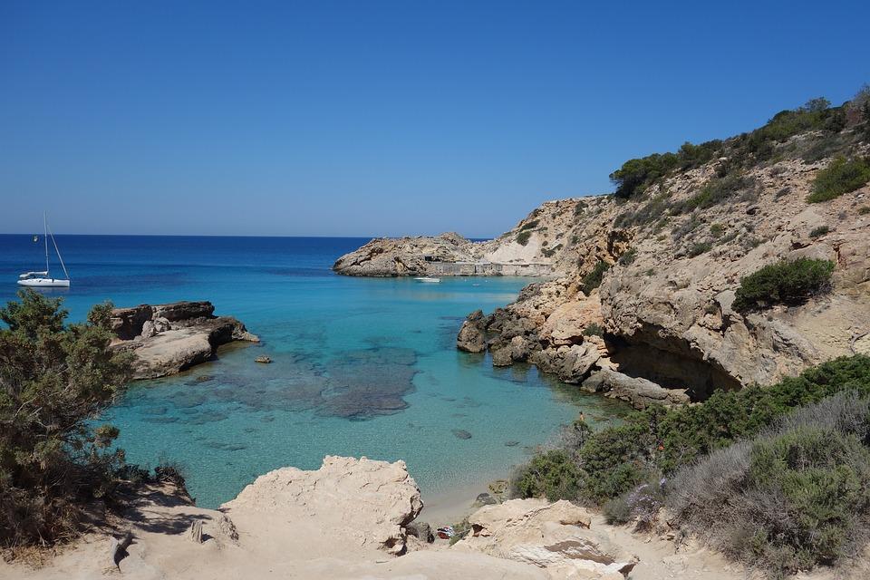 Snorkelen op Ibiza is vooral goed in de vele baaitjes in het noorden