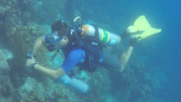 Luite Berkenbosch aan het duiken op Bonaire