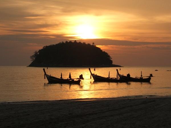 zonsondergang bij Kata Beach