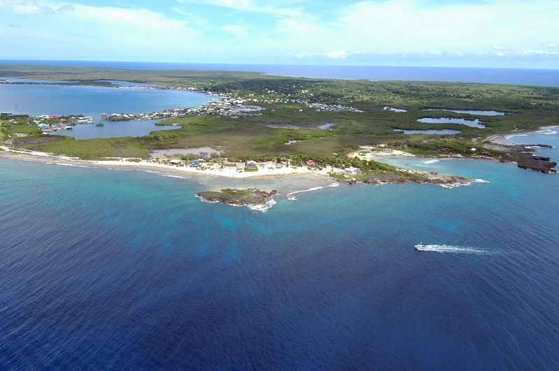 Luchtfoto Utila Bay Islands